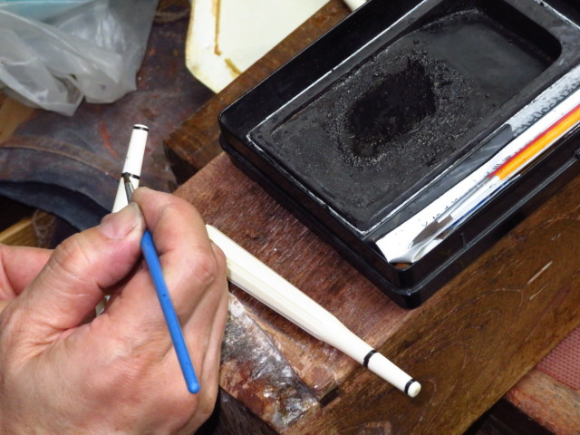 三味線修理 象牙の糸巻き調整